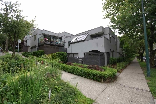 "Main Photo: 1310 W 7TH Avenue in Vancouver: Fairview VW Townhouse for sale in ""FAIRVIEW VILLAGE"" (Vancouver West)  : MLS(r) # R2177755"