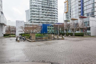 "Main Photo: 503 668 CITADEL Parade in Vancouver: Downtown VW Condo for sale in ""SPECTRUM 2"" (Vancouver West)  : MLS(r) # R2182460"