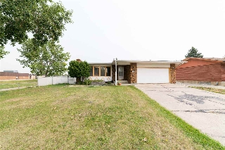 Main Photo: 8419 182 Street in Edmonton: Zone 20 House for sale : MLS® # E4080197