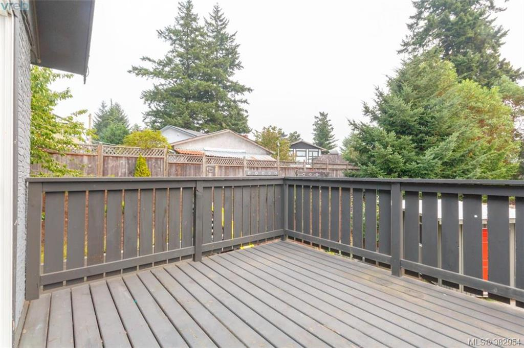 Photo 13: 946 Glen Willow Place in VICTORIA: La Glen Lake Strata Duplex Unit for sale (Langford)  : MLS® # 382954