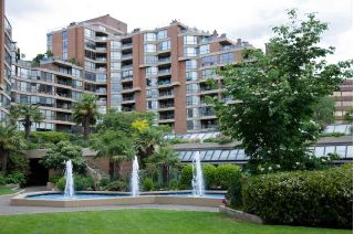 "Main Photo: 105 1490 PENNYFARTHING Drive in Vancouver: False Creek Condo for sale in ""HARBOUR COVE"" (Vancouver West)  : MLS® # R2233340"