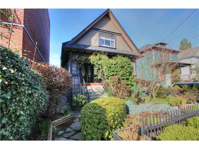 "Main Photo: 1635 SALSBURY Drive in Vancouver: Grandview VE House for sale in ""COMMERCIAL DRIVE"" (Vancouver East)  : MLS® # V1109547"