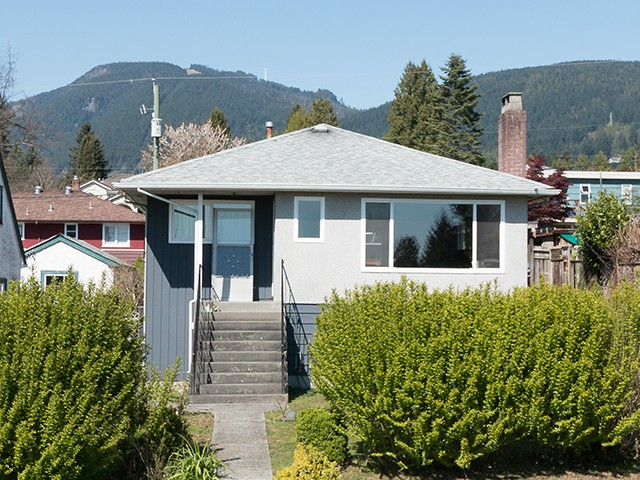 "Main Photo: 246 W 25TH Street in North Vancouver: Upper Lonsdale House for sale in ""UPPER LONSDALE"" : MLS® # V1116307"
