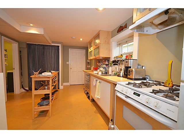 Photo 12: 375 E WOODSTOCK Avenue in Vancouver: Main House for sale (Vancouver East)  : MLS(r) # V1125273