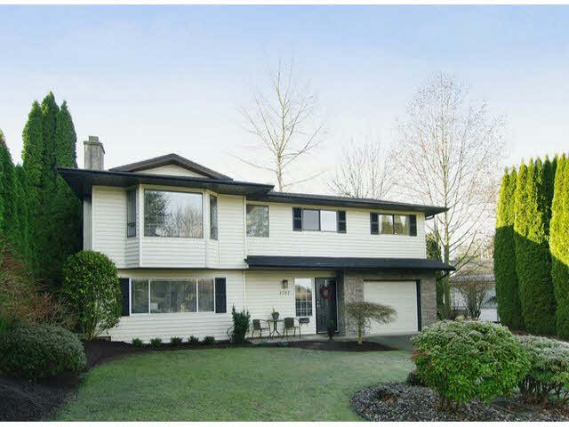 Photo 1: 3707 ROBSON DRIVE in : Abbotsford East House for sale : MLS(r) # F1301117