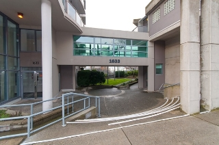 "Main Photo: 104 1633 W 8TH Avenue in Vancouver: Fairview VW Condo for sale in ""FIRCREST"" (Vancouver West)  : MLS(r) # R2147777"