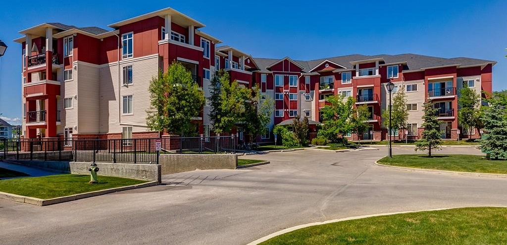 Main Photo: 403 156 COUNTRY VILLAGE Circle NE in Calgary: Country Hills Village Condo for sale : MLS® # C4120632