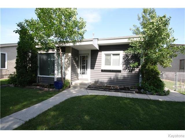 Main Photo: 17 Groverdale Avenue in Winnipeg: Maples / Tyndall Park Residential for sale (North West Winnipeg)  : MLS® # 1617609