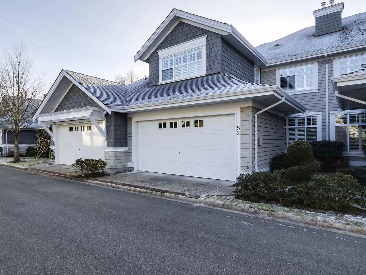"Photo 1: 52 5900 FERRY Road in Delta: Neilsen Grove Townhouse for sale in ""CHESAPEAKE LANDING"" (Ladner)  : MLS® # R2128760"