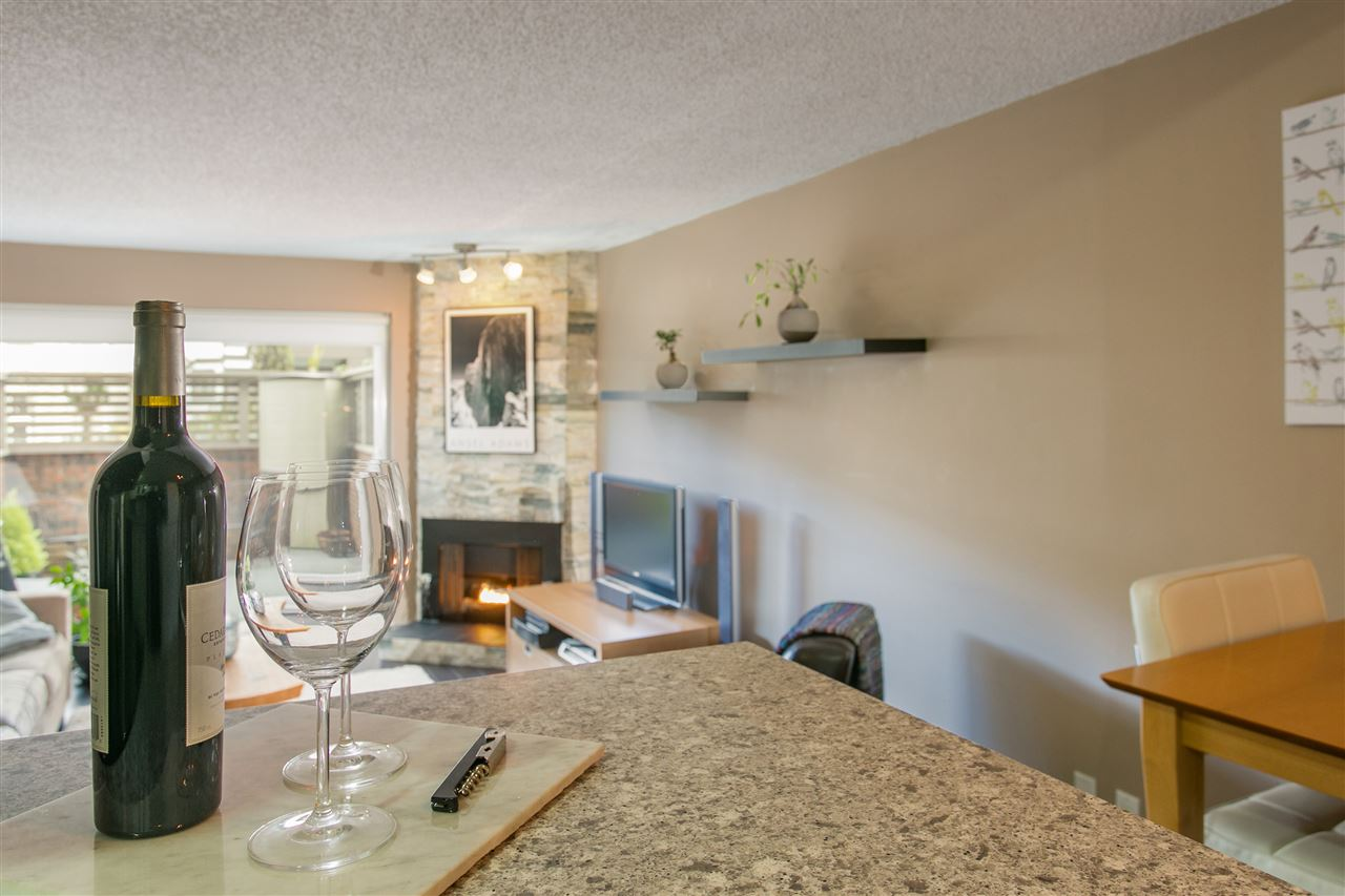 "Photo 7: 101 1640 W 11TH Avenue in Vancouver: Fairview VW Condo for sale in ""HERITAGE HOUSE"" (Vancouver West)  : MLS® # R2146485"