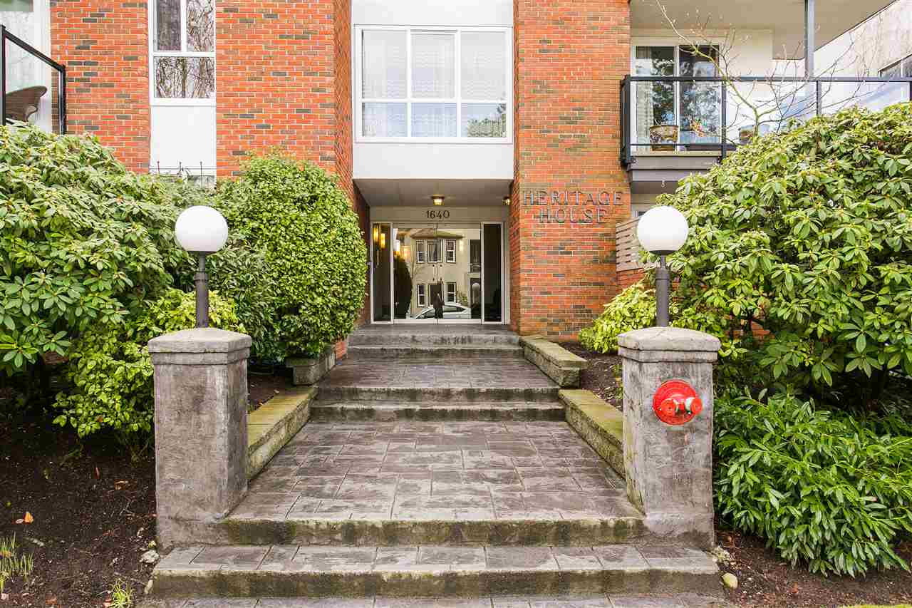 "Main Photo: 101 1640 W 11TH Avenue in Vancouver: Fairview VW Condo for sale in ""HERITAGE HOUSE"" (Vancouver West)  : MLS®# R2146485"