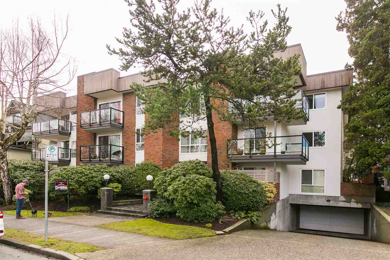 "Photo 2: 101 1640 W 11TH Avenue in Vancouver: Fairview VW Condo for sale in ""HERITAGE HOUSE"" (Vancouver West)  : MLS® # R2146485"