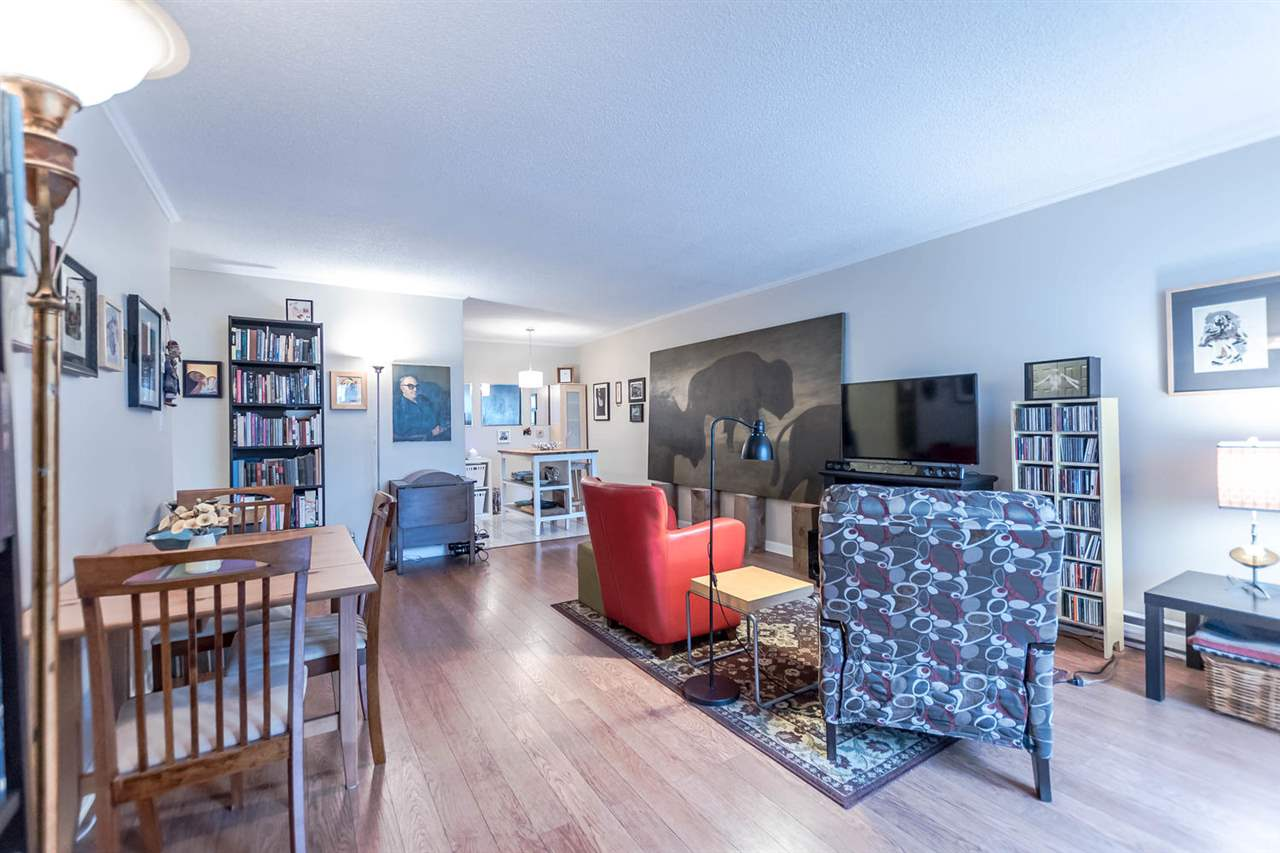 "Photo 11: 215 1422 E 3RD Avenue in Vancouver: Grandview VE Condo for sale in ""LA CONTESSA"" (Vancouver East)  : MLS® # R2147881"