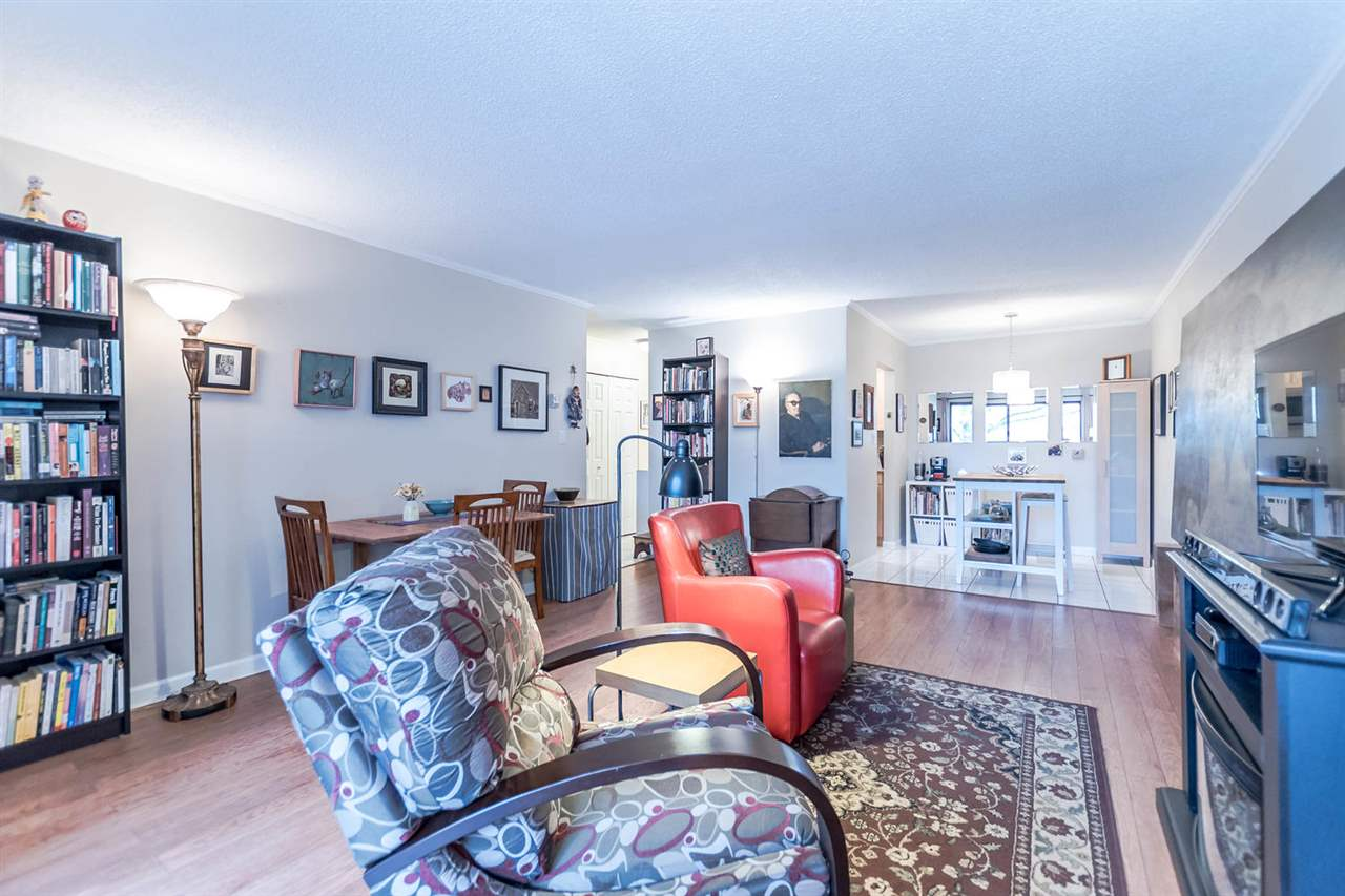 "Photo 12: 215 1422 E 3RD Avenue in Vancouver: Grandview VE Condo for sale in ""LA CONTESSA"" (Vancouver East)  : MLS® # R2147881"
