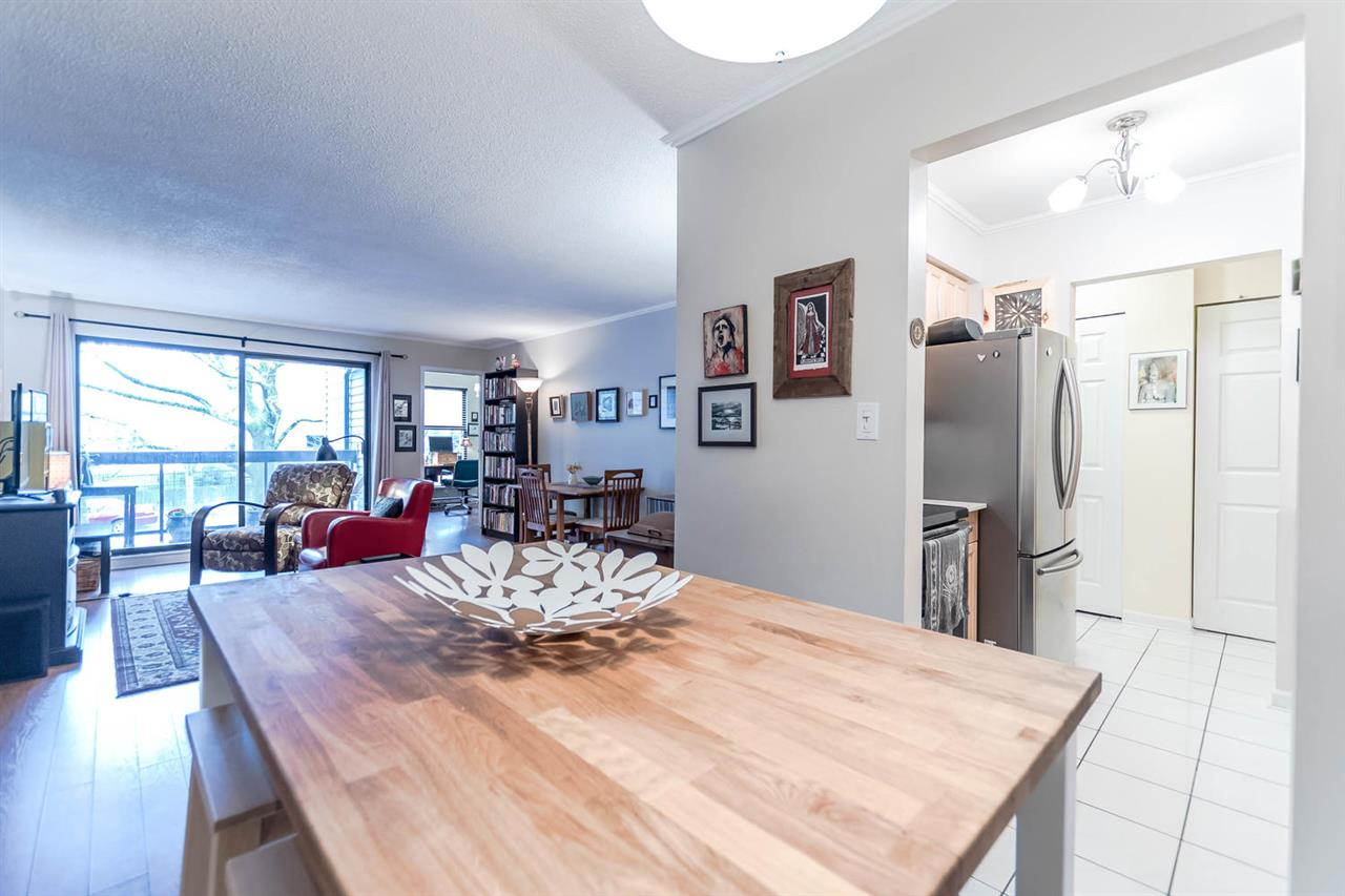 "Photo 8: 215 1422 E 3RD Avenue in Vancouver: Grandview VE Condo for sale in ""LA CONTESSA"" (Vancouver East)  : MLS® # R2147881"