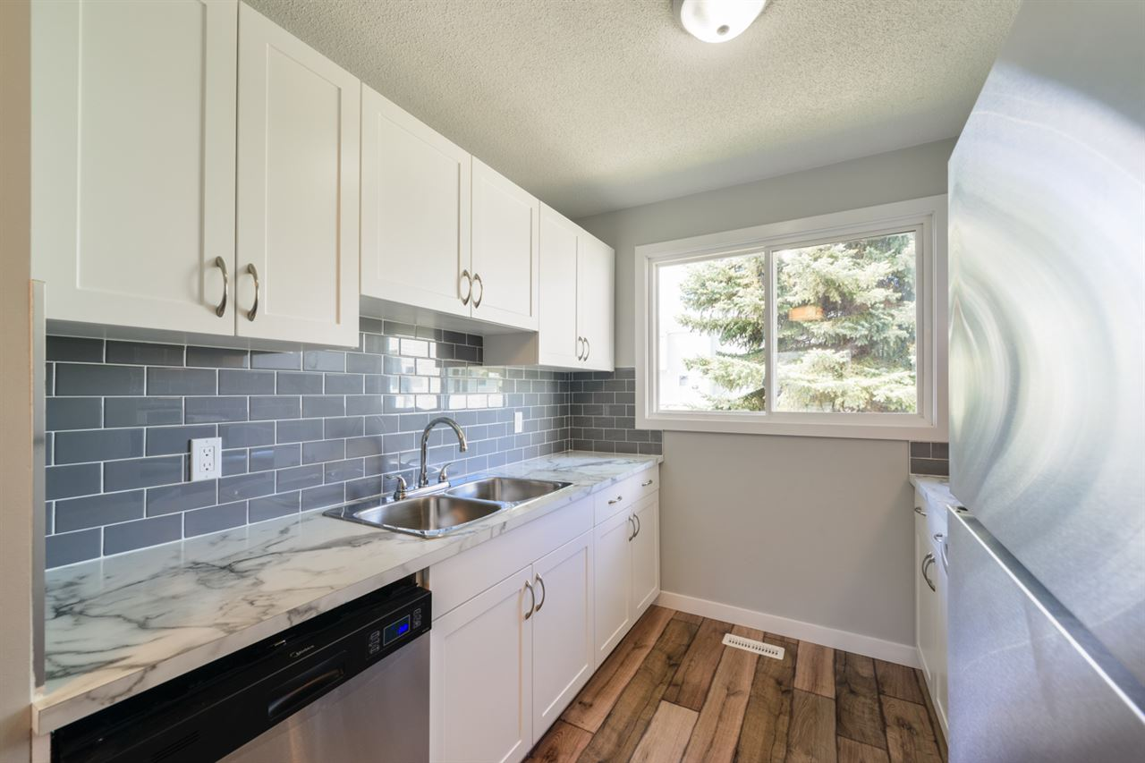 Main Photo:  in Edmonton: Zone 02 Townhouse for sale : MLS(r) # E4065247
