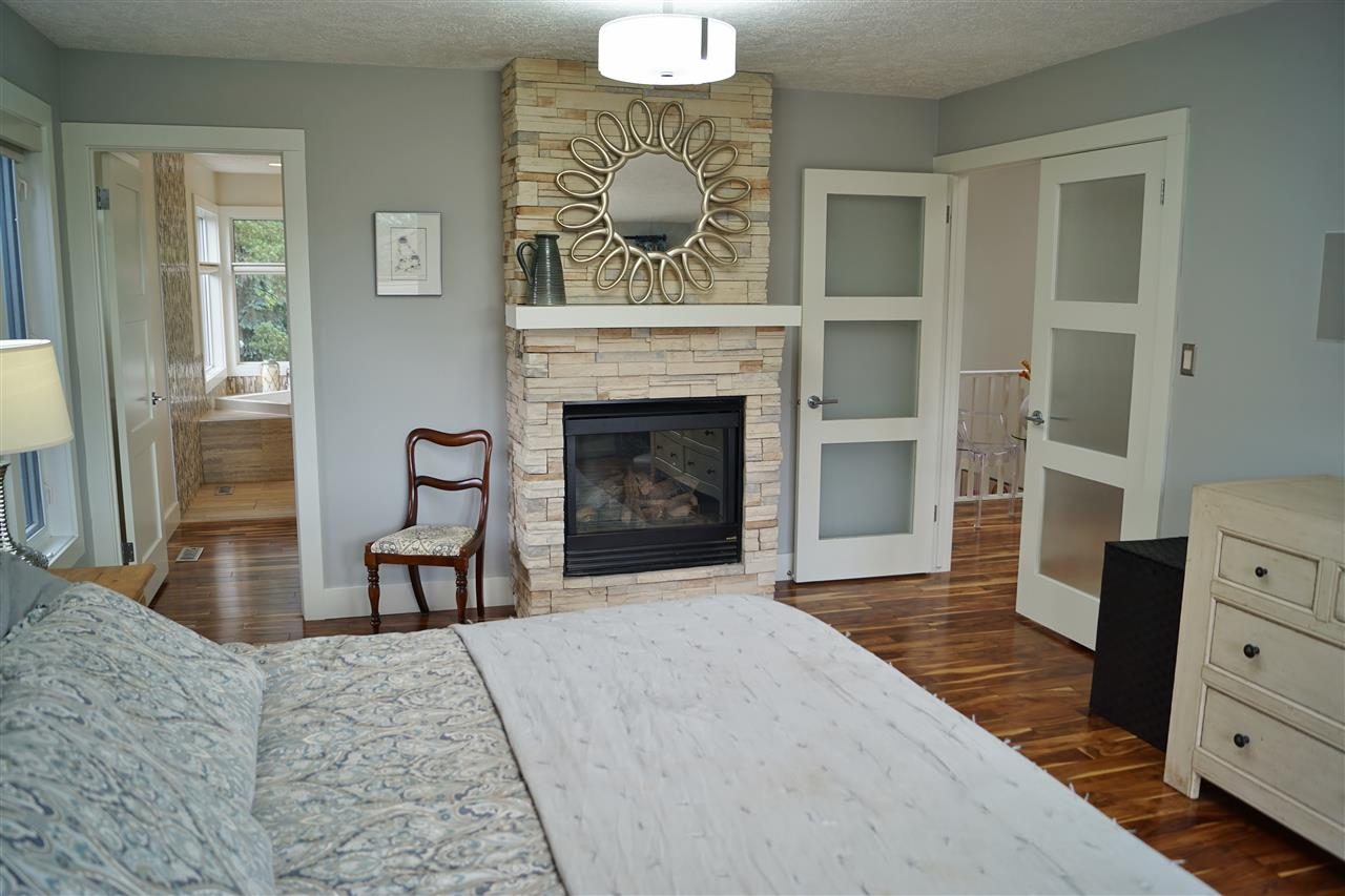 24) Gas fireplace in master suite