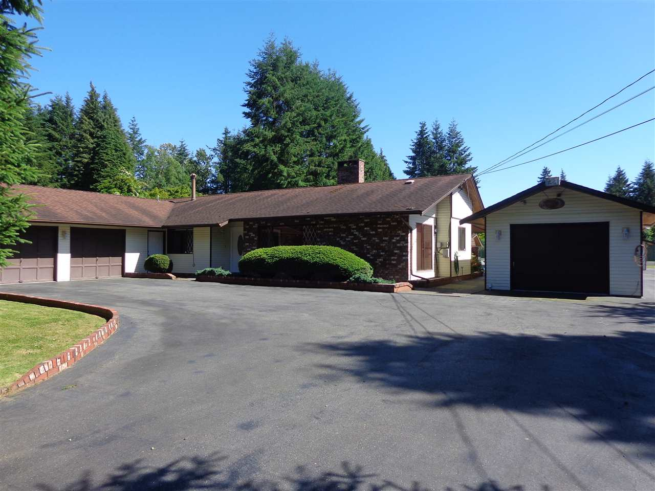 Main Photo: 24930 57TH Avenue in Langley: Salmon River House for sale : MLS®# R2179266