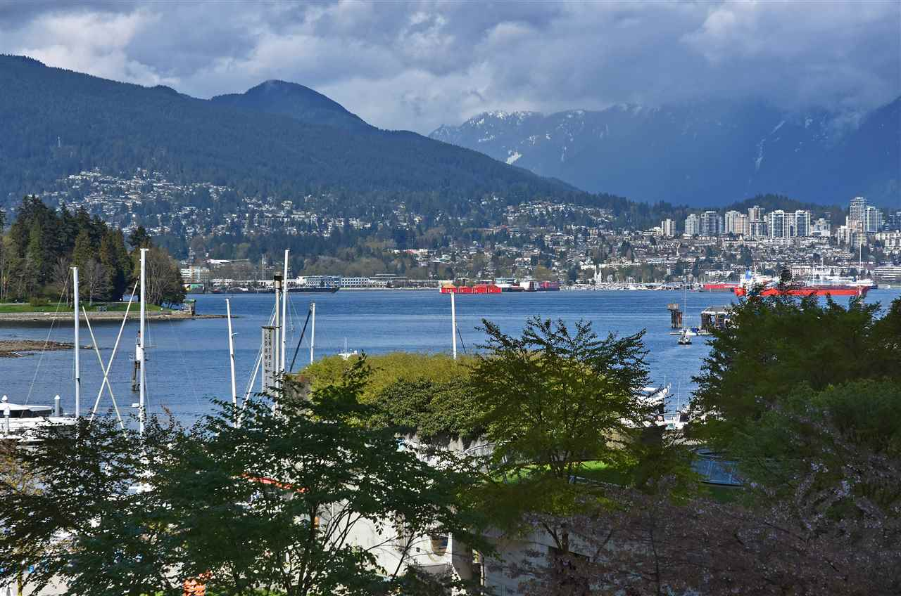 "Main Photo: 206 588 BROUGHTON Street in Vancouver: Coal Harbour Condo for sale in ""HARBOURSIDE PARK I"" (Vancouver West)  : MLS® # R2193231"