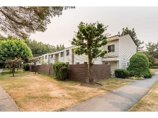 "Main Photo: 114 14153 104 Avenue in Surrey: Whalley Townhouse for sale in ""Hawthorne Park"" (North Surrey)  : MLS® # R2194548"