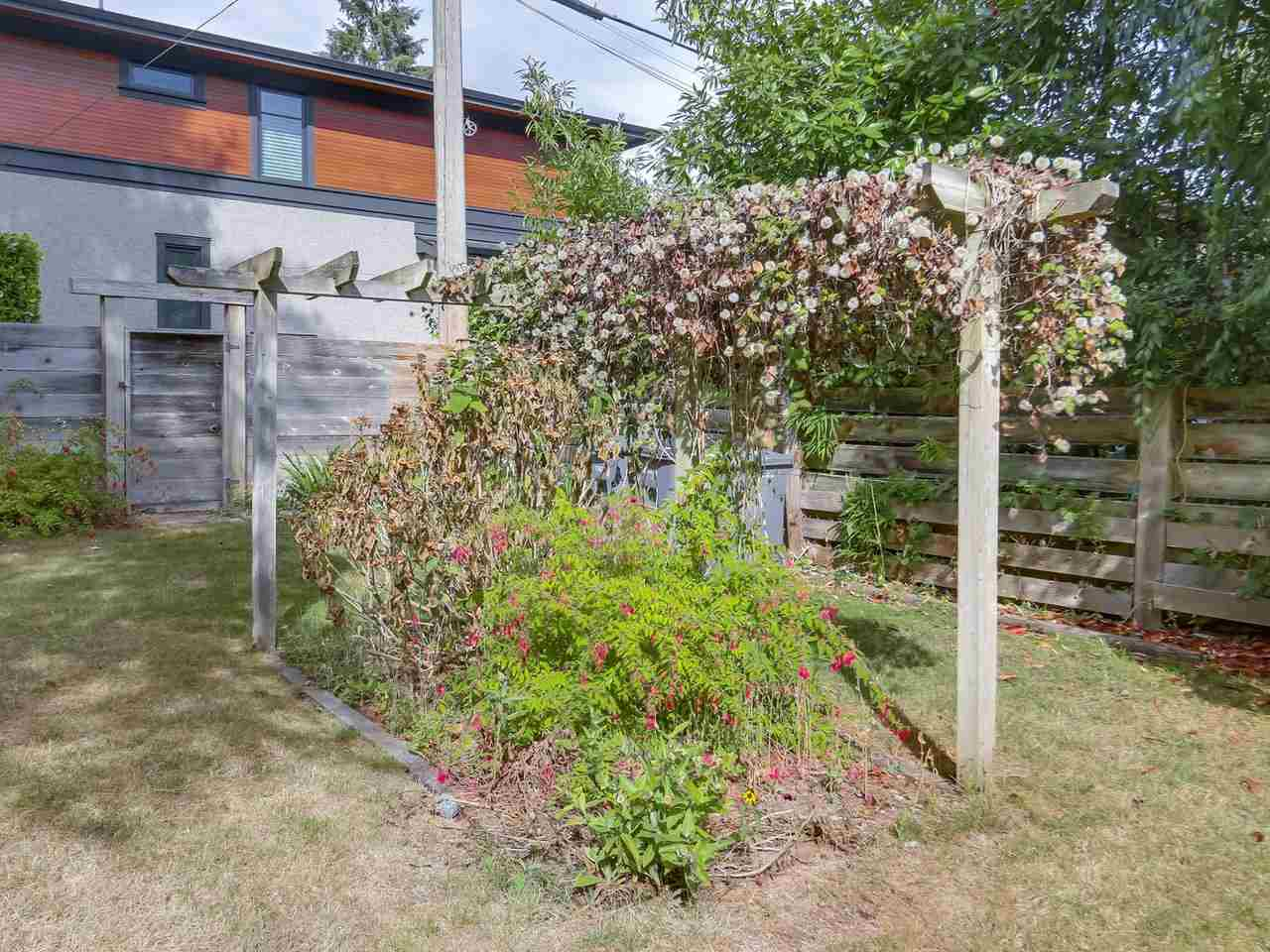 "Photo 10: 3995 W 29TH Avenue in Vancouver: Dunbar House for sale in ""DUNBAR"" (Vancouver West)  : MLS® # R2205694"