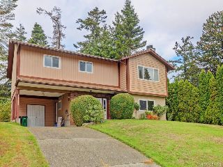 Main Photo: 480 Meredith Crescent in VICTORIA: SW Tillicum Single Family Detached for sale (Saanich West)  : MLS® # 384321