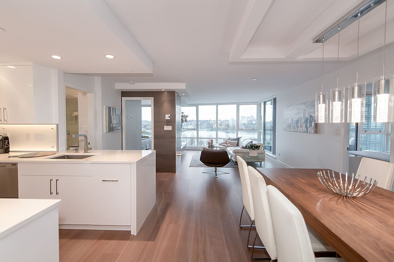 "Main Photo: 701 1408 STRATHMORE Mews in Vancouver: Yaletown Condo for sale in ""WEST ONE"" (Vancouver West)  : MLS® # R2230906"