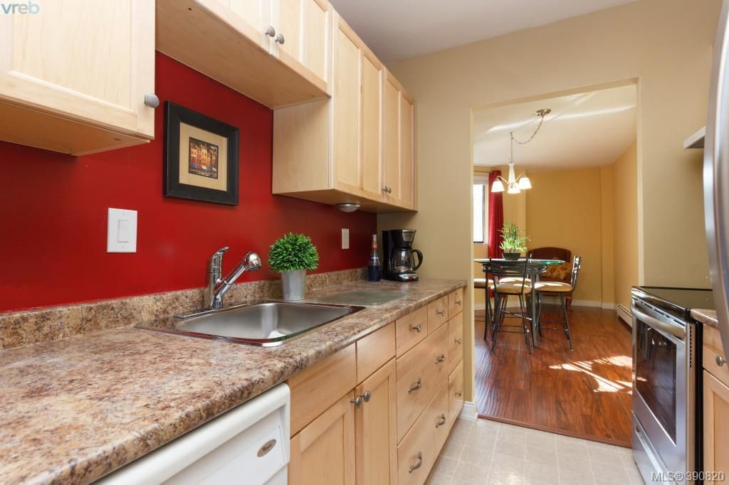 Main Photo: 312 1745 Leighton Road in VICTORIA: Vi Jubilee Condo Apartment for sale (Victoria)  : MLS®# 390820