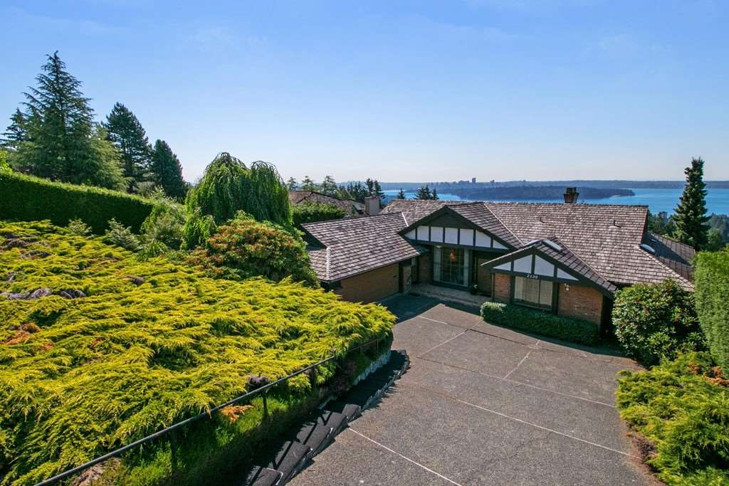 Main Photo: 2130 WESTHILL Place in West Vancouver: Westhill House for sale : MLS®# R2281740
