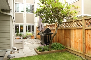 "Main Photo: 101 1775 W 11TH Avenue in Vancouver: Fairview VW Condo for sale in ""RAVENWOOD"" (Vancouver West)  : MLS(r) # V899440"