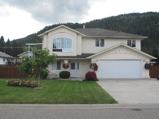 Main Photo: 1950 SE 19th Avenue in Salmon Arm: House for sale (Hillcrest)  : MLS(r) # 10064189