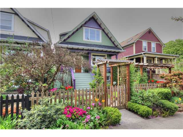 "Main Photo: 2639 CAROLINA Street in Vancouver: Mount Pleasant VE House for sale in ""MOUNT PLEASANT"" (Vancouver East)  : MLS® # V1062319"