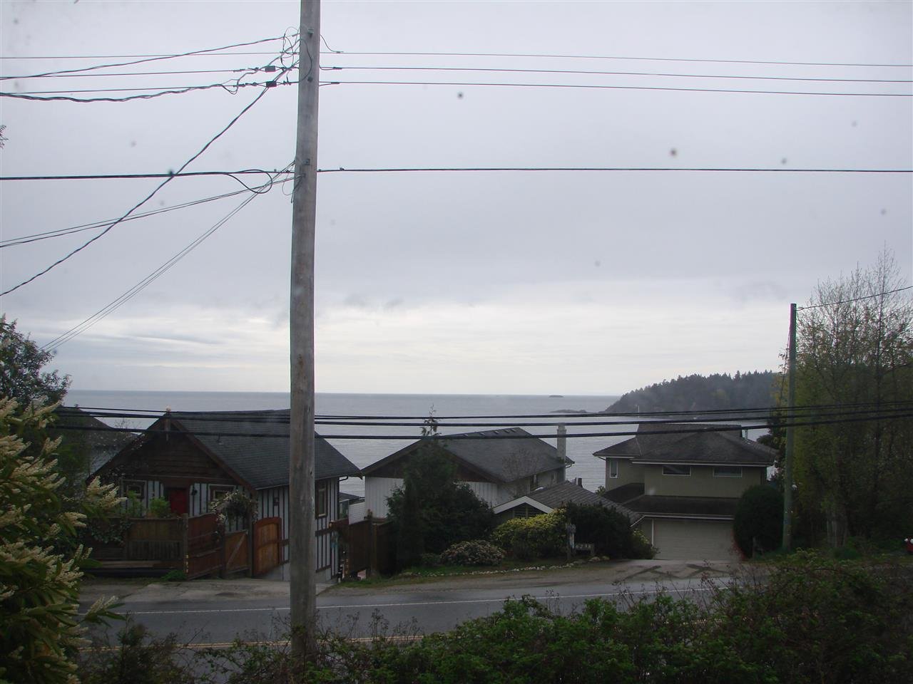 Photo 2: 6236 SUNSHINE COAST Highway in Sechelt: Sechelt District House for sale (Sunshine Coast)  : MLS(r) # R2054957