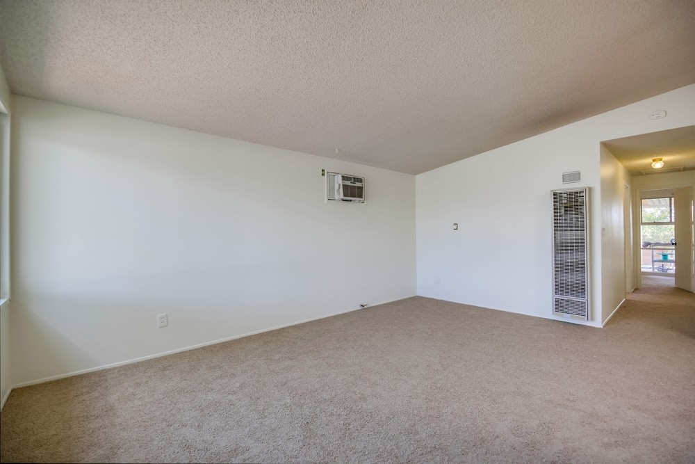 Photo 5: SERRA MESA House for sale : 3 bedrooms : 3261 Pasternack Pl in San Diego