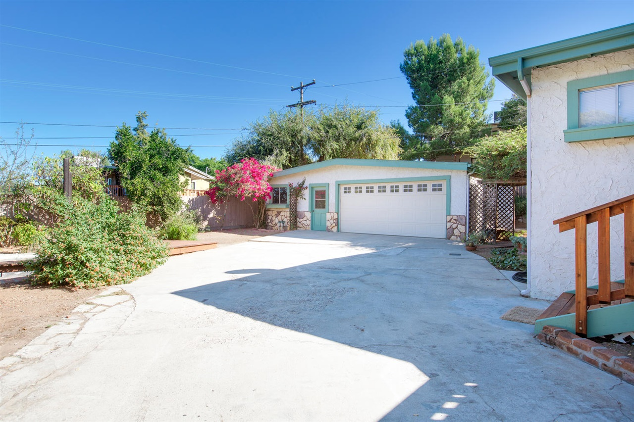 Main Photo: EL CAJON House for sale : 3 bedrooms : 285 Lilac Drive