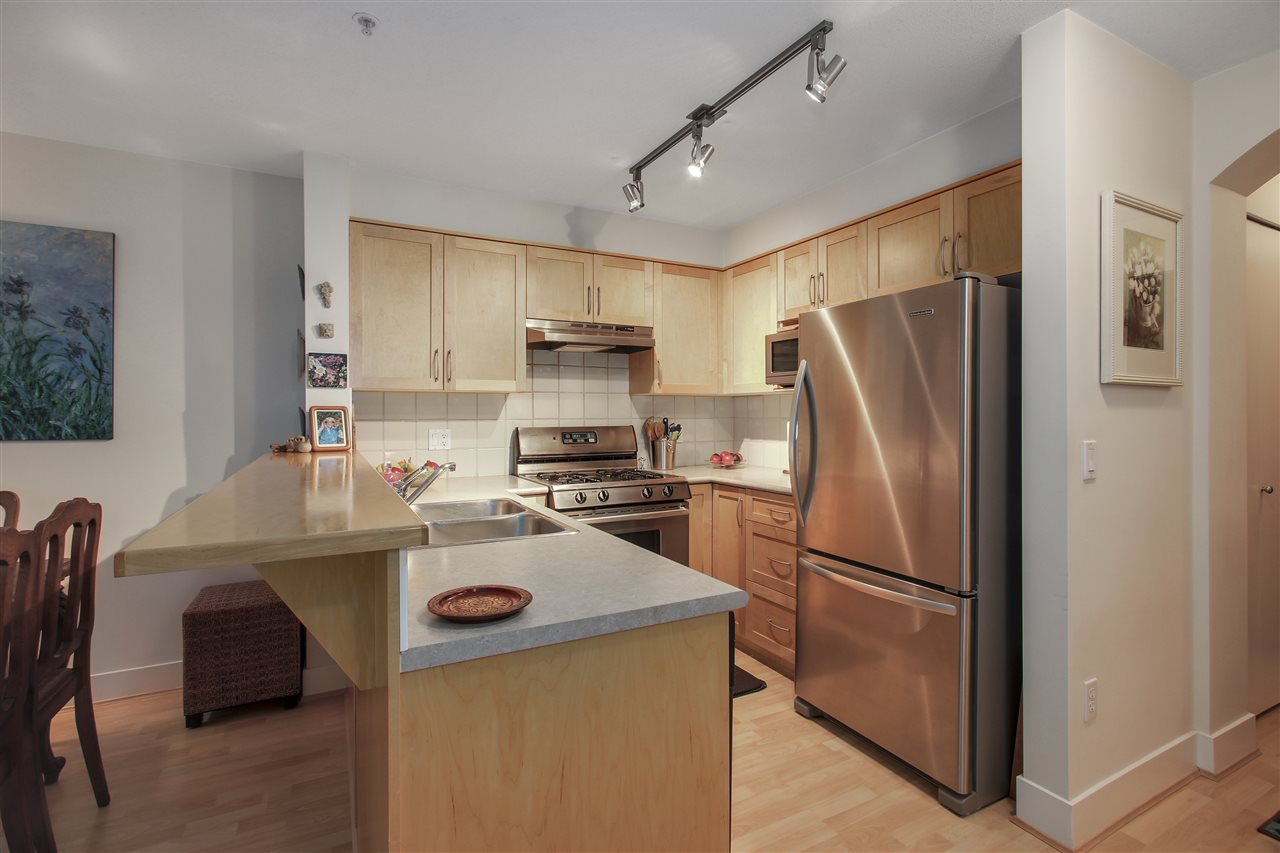 "Photo 3: 110 1868 W 5TH Avenue in Vancouver: Kitsilano Condo for sale in ""Greenwich"" (Vancouver West)  : MLS(r) # R2122472"