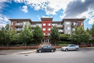 "Main Photo: 307 3240 ST JOHNS Street in Port Moody: Port Moody Centre Condo for sale in ""THE SQUARE"" : MLS(r) # R2168611"