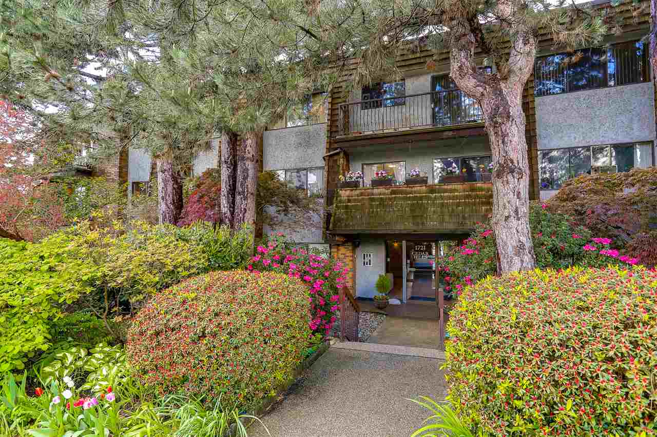 "Main Photo: 205 1721 ST. GEORGES Avenue in North Vancouver: Central Lonsdale Condo for sale in ""CEDAR HILLS"" : MLS®# R2169585"