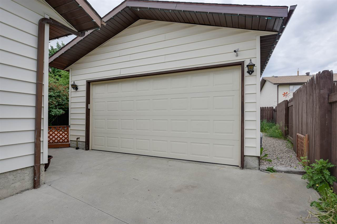 Nice double garage with lots of storage cabinets