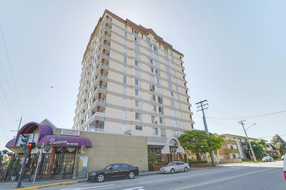 "Main Photo: 202 11980 222 Street in Maple Ridge: West Central Condo for sale in ""Gordon Towers"" : MLS(r) # R2184293"