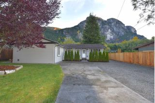 Main Photo: 38028 GUILFORD Drive in Squamish: Valleycliffe House for sale : MLS® # R2217229