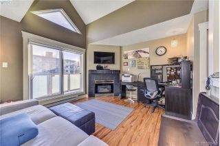 Main Photo: 402 2710 Grosvenor Road in VICTORIA: Vi Oaklands Condo Apartment for sale (Victoria)  : MLS® # 388412