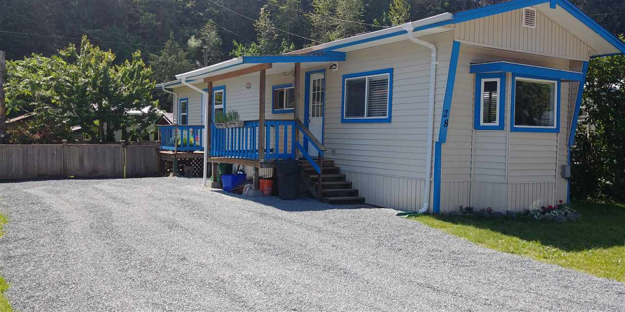 "Main Photo: 28 3942 COLUMBIA VALLEY Highway in Columbia Valley: Cultus Lake Manufactured Home for sale in ""Cultus Lake Village"" : MLS®# R2250200"