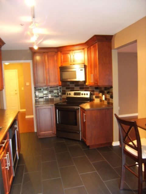 "Photo 10: 105 15375 17TH Avenue in Surrey: King George Corridor Condo for sale in ""CARMEL PLACE"" (South Surrey White Rock)  : MLS® # F1127859"