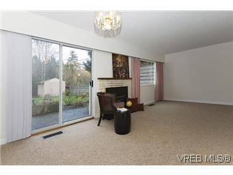 Photo 6: 870 Violet Avenue in VICTORIA: SW Marigold Residential for sale (Saanich West)  : MLS(r) # 304791