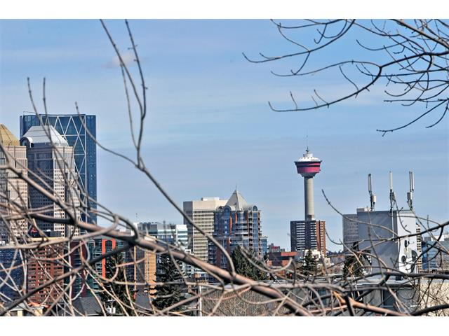 Photo 2: 13 1815 26 Avenue SW in Calgary: South Calgary Condo for sale : MLS(r) # C4003728