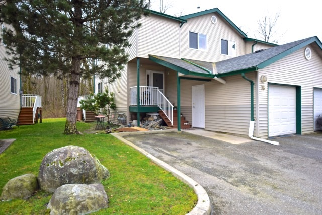 "Main Photo: 36 39920 GOVERNMENT Road in Squamish: Garibaldi Estates Townhouse for sale in ""SHANNON ESTATES"" : MLS® # R2045052"