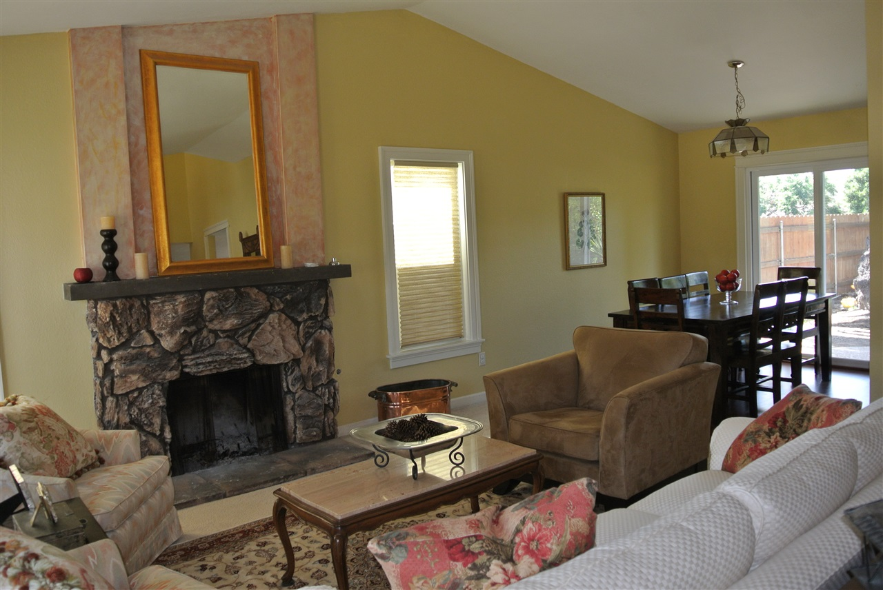 Photo 6: SANTEE House for sale : 4 bedrooms : 9346 Lake Country Dr