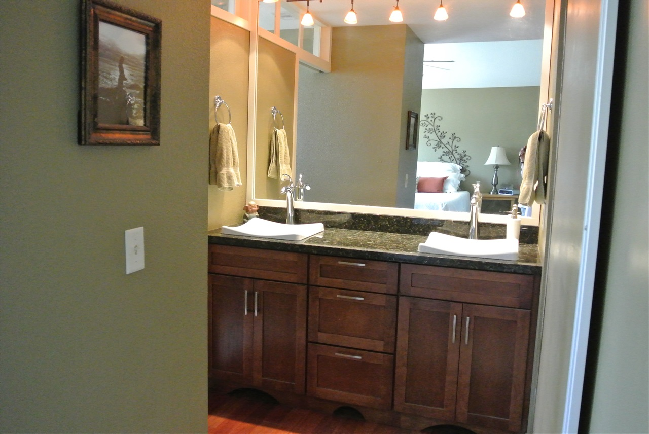 Photo 11: SANTEE House for sale : 4 bedrooms : 9346 Lake Country Dr