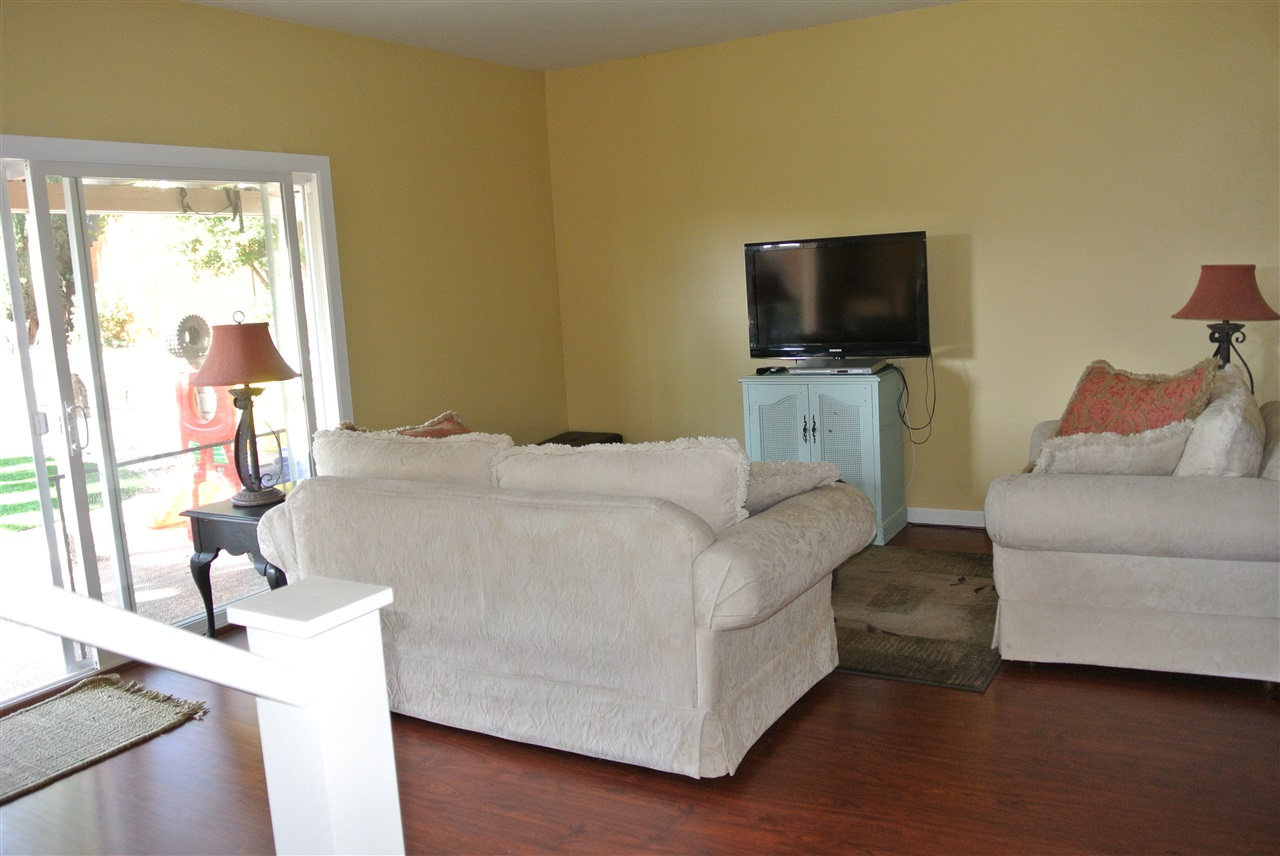 Photo 3: SANTEE House for sale : 4 bedrooms : 9346 Lake Country Dr